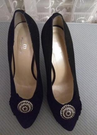 Туфли из натуральной замши mallanee 39 р