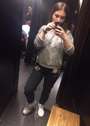 Классные джинсы с нашивками от pull and bear