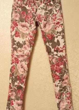Супер скинни джинсы в цветочек