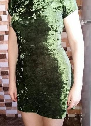 Темно зеленое велюровое платьице
