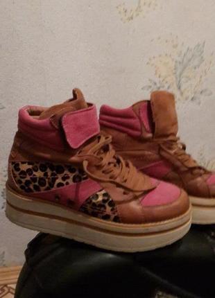 Ботинки- кроссовки, натуральная кожа, натуральный мех( отделка) , текстиль 38р.