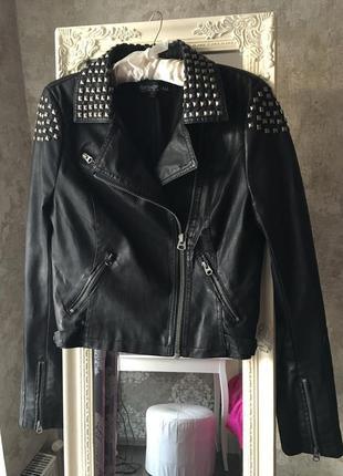 Модная куртка в байкерском стиле  кожзам