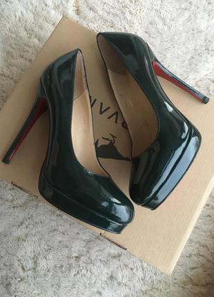Оригінальні туфлі l'carvari