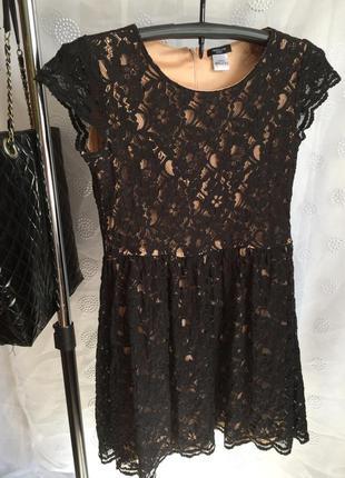 Французкое шикарное платье с кружевом
