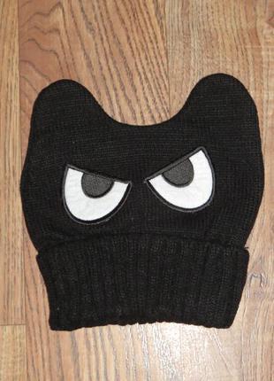 Шапка черная с глазами