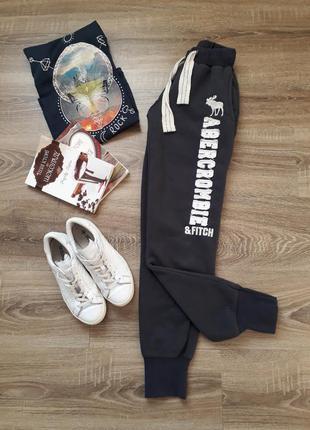 Спортивные темно-серые штаны на флисе abercrombie & fitch p.xs-s