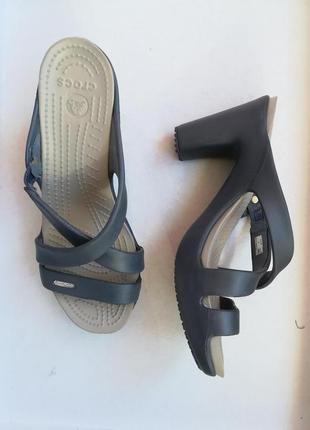 Шлепанцы на каблуках