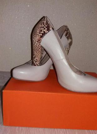 Крутые кожаные туфли фирмы mallanee