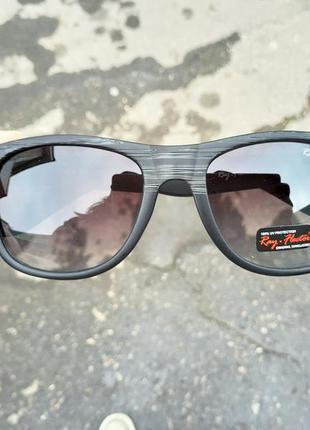 Стильные очки в роговой оправе wayfarer