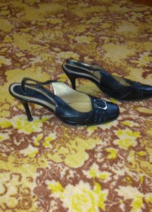 Туфли с открытым задником