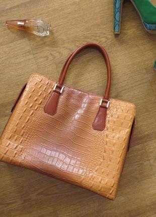 Крутая сумочка под  кожу крокодила