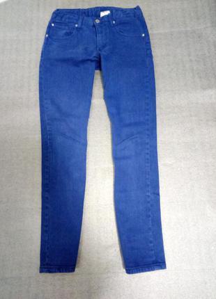 Синие стильные прямого кроя джинсы   плотный материал