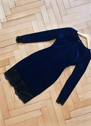 Велюровое мини-платье