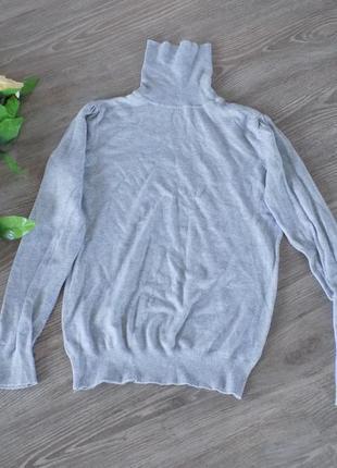 Красивый серый свитер водолазка с горлом
