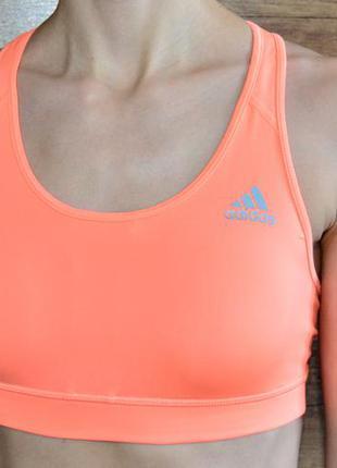 Яркий спортивный топ adidas