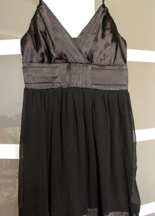 Маленька чорна сукня (чорное платье)