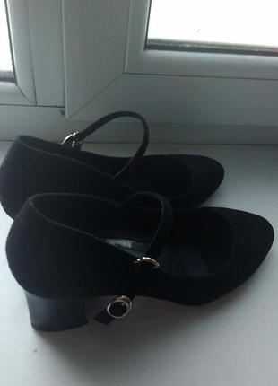 Женские туфли с красной подошвой