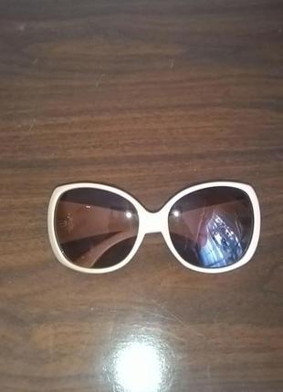 Новые очки в бежевой оправе