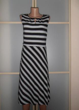 Стильное платье миди в полоску