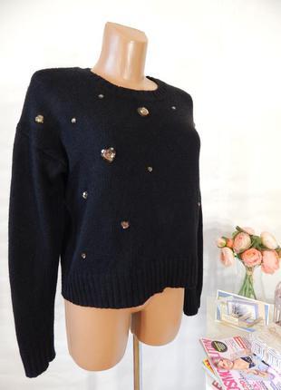 Вязаный кроп свитер с камушками - сердечками оверсайз укороченный короткий джемпер черный
