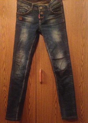 Модные весенние джинсы