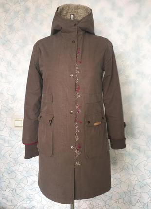 Пальто-плащ с подстежкой и вышивкой
