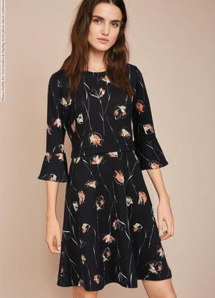 Красивое платье в цветочный принт с расклешенными рукавами брльшой размер