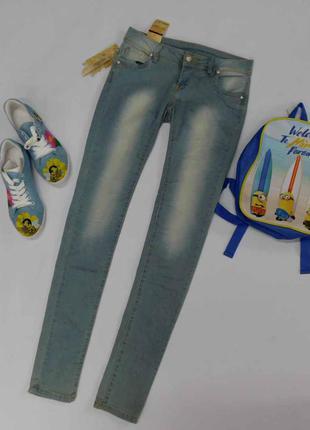 Светло-голубые узкие легкие  джинсы adoro размер s