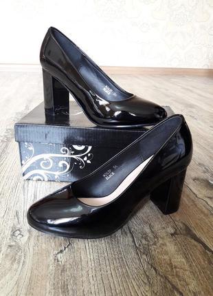 Классные лаковые туфли