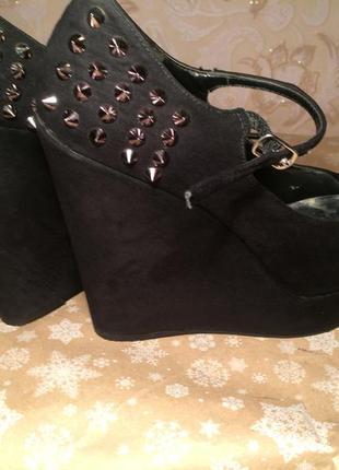 Туфли на платформе new look с шипами