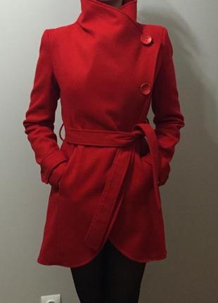 Красное пальто с поясом