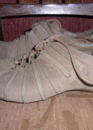 Фирменные кроссовки из натуральной замши и натуральной кожи!дешево!!!