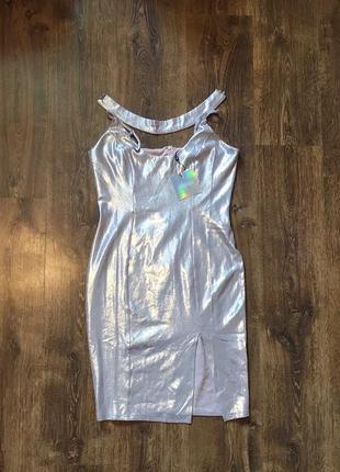 Переливающееся платье с чокером