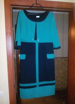 Оригинальное платье с пелериной.