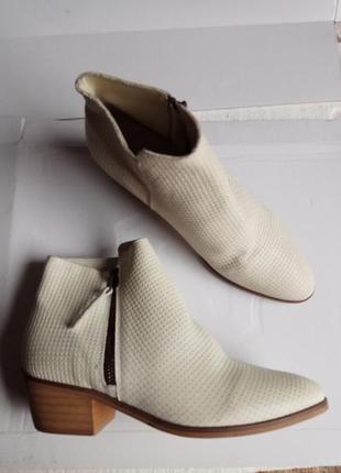 Ботинки  36 37 розмір бренд minelli