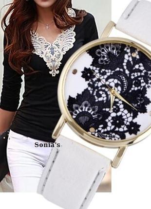 Часы с узором белый ремешок