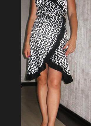 Платье нарядное, размер м