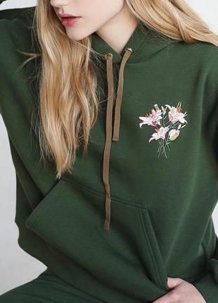 Костюм зимний теплый спортивный флисовый хаки капюшон свитшот вышивка цветы