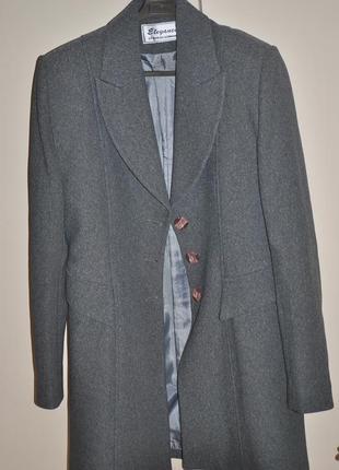 Серый длинный пиджак