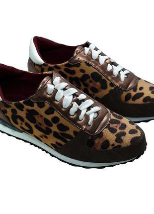 Кроссовки в трендовом леопардовом принте