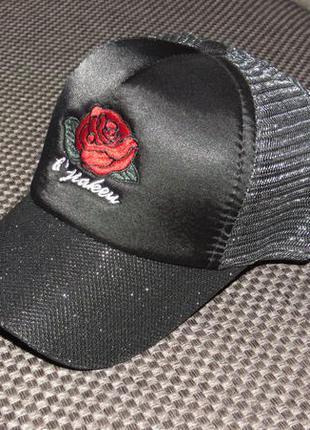 Супер кепка с рисунком розы