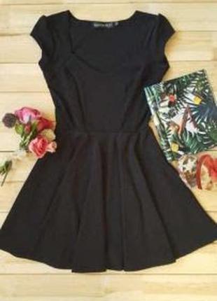 Красива класична сукня