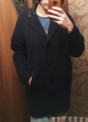 Темно синее пальто от atmosphere
