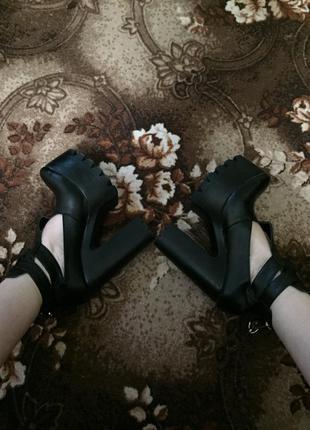 Ботинки/закрытые туфли