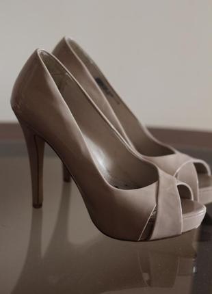 Шикарні туфлі на каблуку
