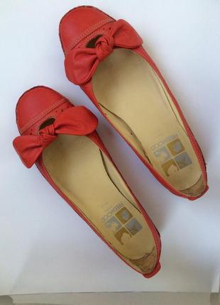 Красные кожаные балетки с бантиками
