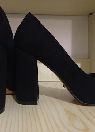 Чёрные туфли . натуральная замша 38(25)