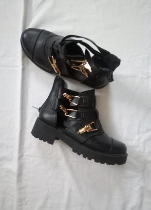 Крутые ботинки на теплую погоду