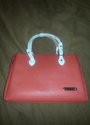 Стильная красная сумка с белыми ручками
