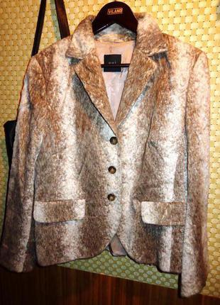 Стильный пиджак  с меховым эффектом